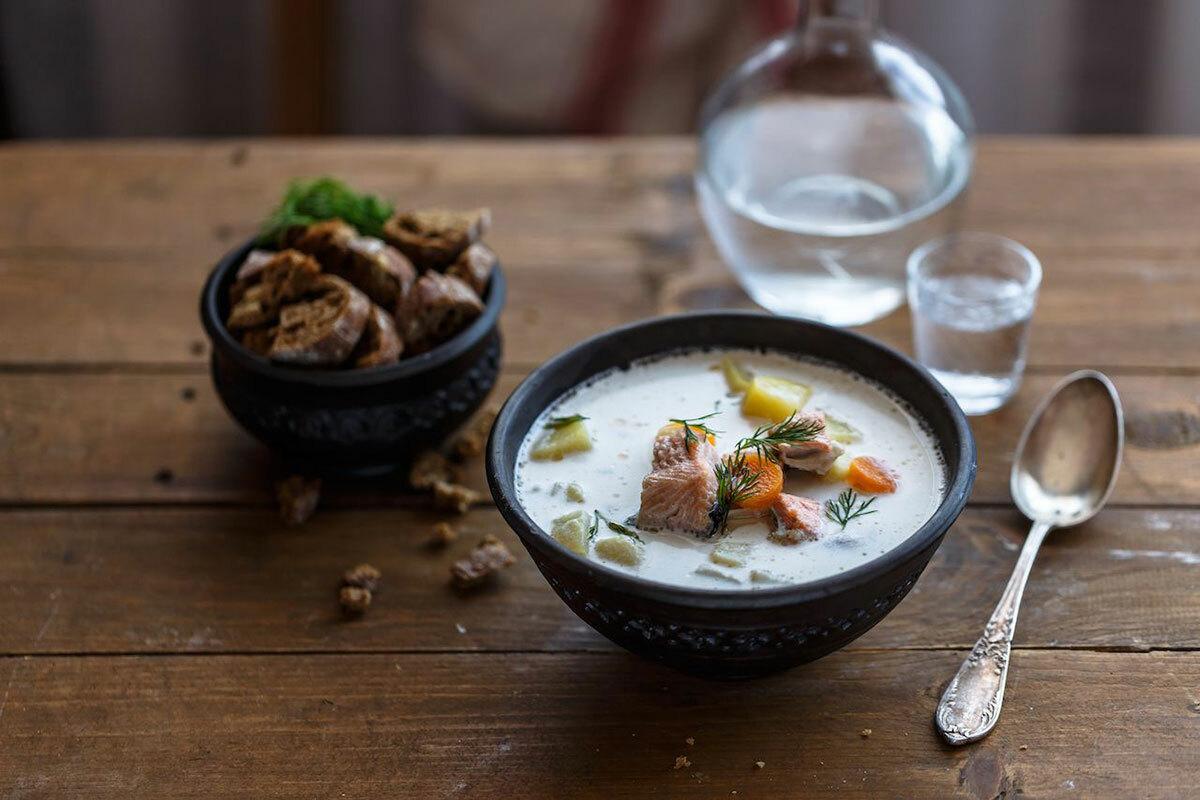 Lohikeitto - súp cá hồiNgười Phần Lan thích ăn cá, đặc biệt là cá hồi. Người dân thường nấu súp cá hồi cùng khoai tây, cà rốt, các loại gia vị và sữa. Mọi người thường dùng món này vào bữa tối, đặc biệt trong mùa đông.Du khách cũng có thể tìm thấy món ăn này trong nhiều nhà hàng. Ảnh: Konstantin Kopachinsky/Shutterstock.