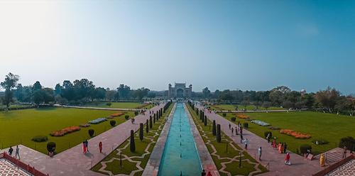 Trong hành lý của mình, travel blogger mang theo chiếc điện thoại Realme C3 để liên lạc và lưu giữ những khoảnh khắc đẹp. Chàng trai yêu du lịch đã chụp lại toàn bộ khu đền nổi tiếng của Ấn Độ bằng chế độ Panorama của Realme C3.