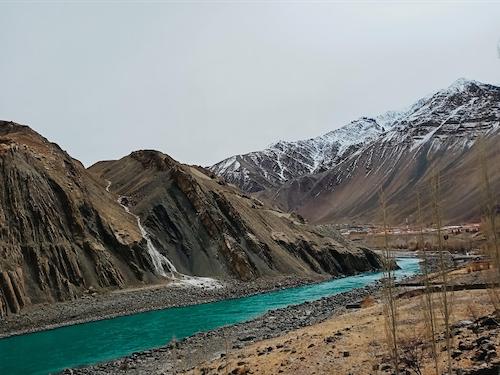 Khung cảnh một dòng sông được 9X lưu lại bằng camera 12MP của chiếc điện thoại Realme C3.
