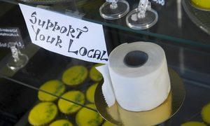 Bánh 'giấy vệ sinh' bán chạy