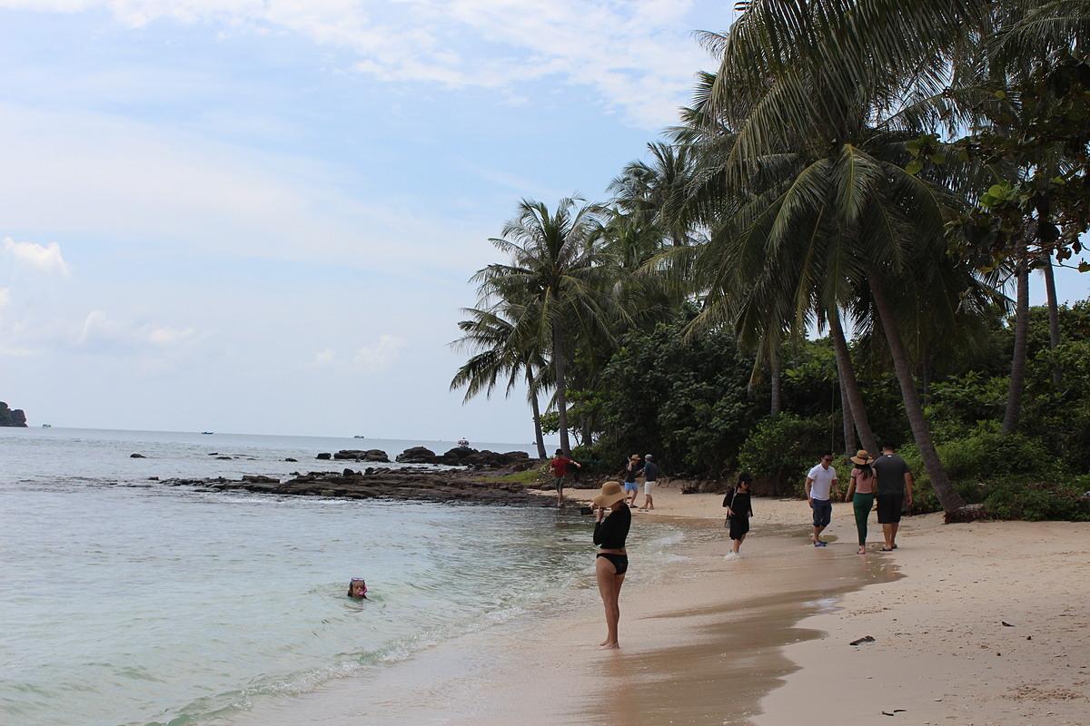 Theo ông Nguyễn Đức Chí, tour biển đảo đang được đánh giá cao, nhiều du khách có xu hướng lựa chọn thời điểm hiện nay. Ảnh: Nguyễn Nam.