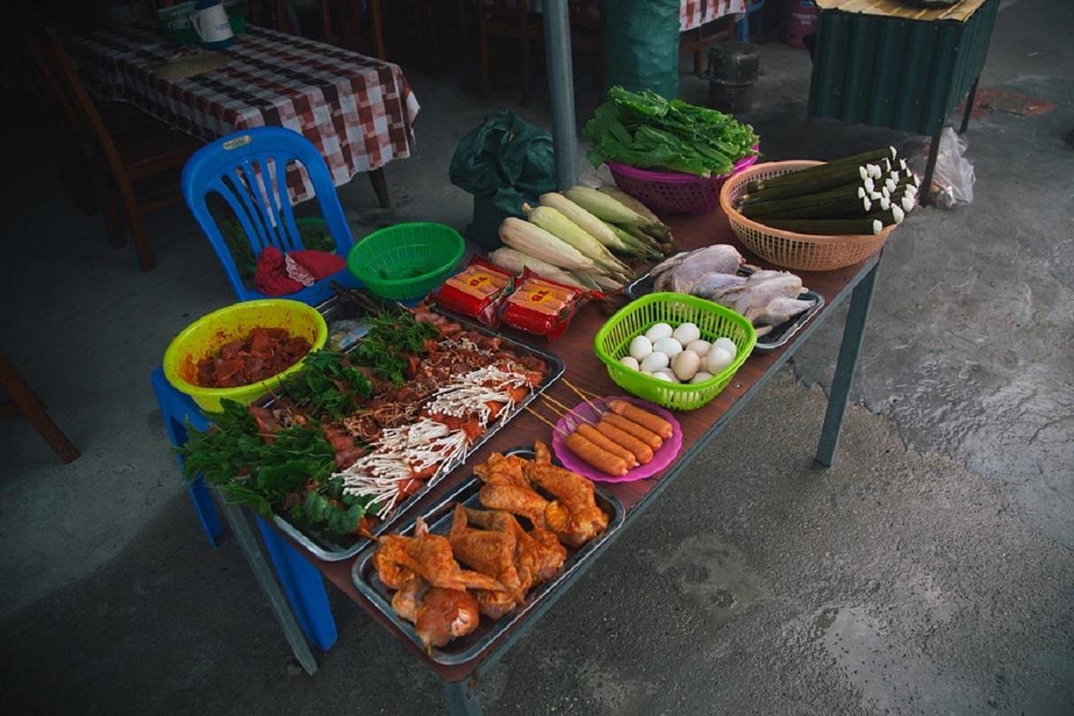 Đặc sản của Tam Đảo là các món nướng, cơm lam, rau su su. Ảnh: Vũ Khánh.
