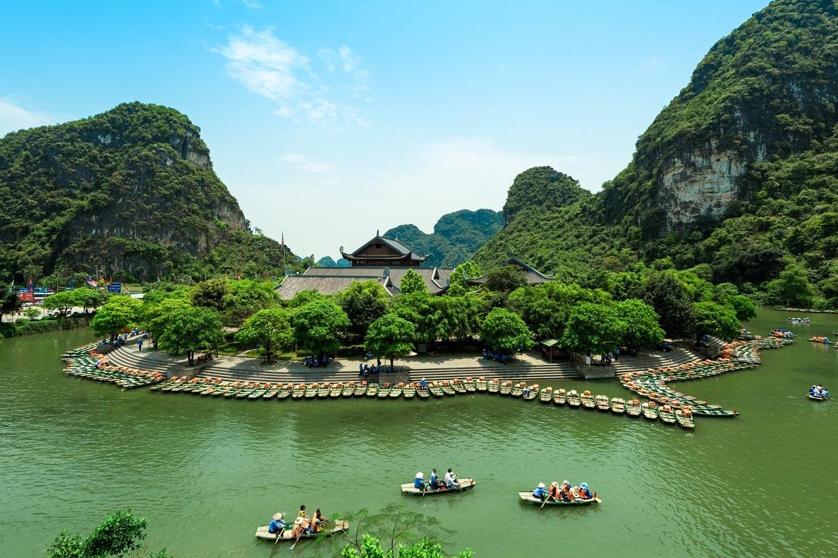 Quần thể danh thắng Tràng An là Di sản Văn hóa và Thiên nhiên Thế giới của Việt Nam. Ảnh: Shutterstock.