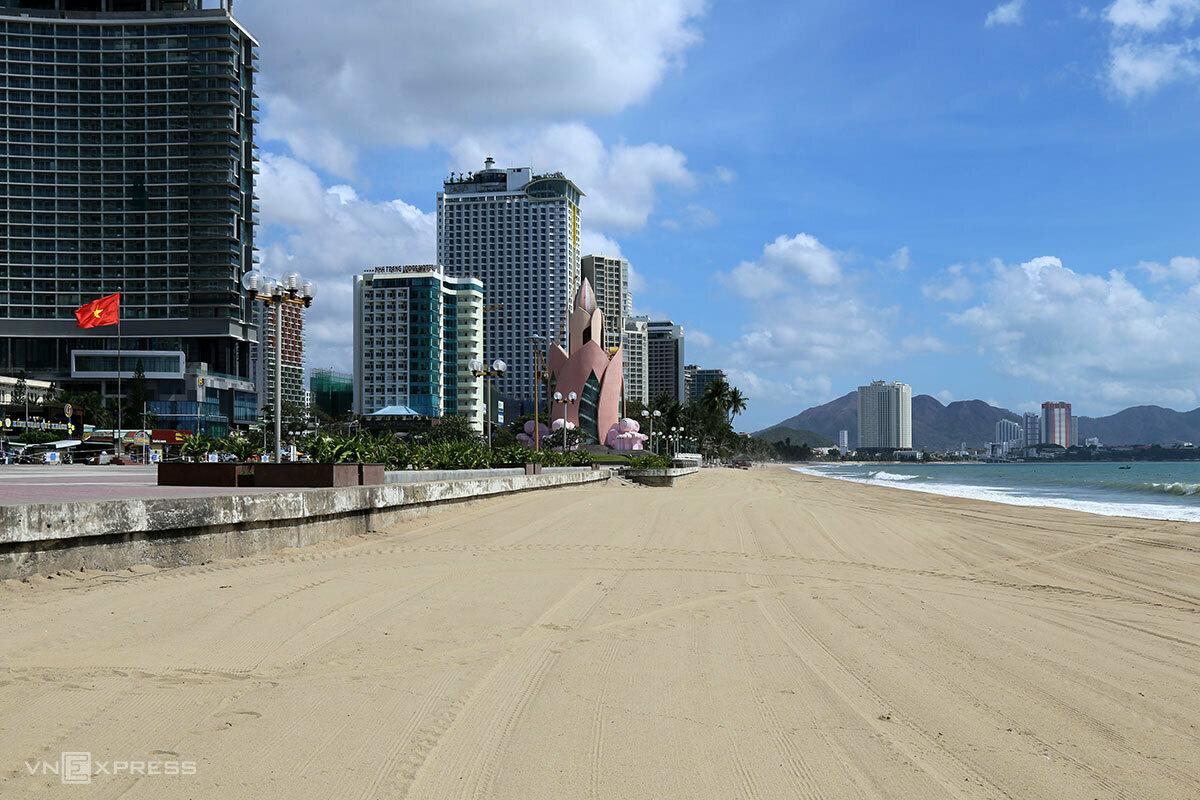 Nhiều điểm du lịch ở tỉnh Khánh Hòa vẫn đóng cửa hôm 30/4, trong đó có bãi biển trung tâm TP Nha Trang. Ảnh: Xuân Ngọc.