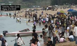 Người Hàn Quốc đổ xô đi tắm biển