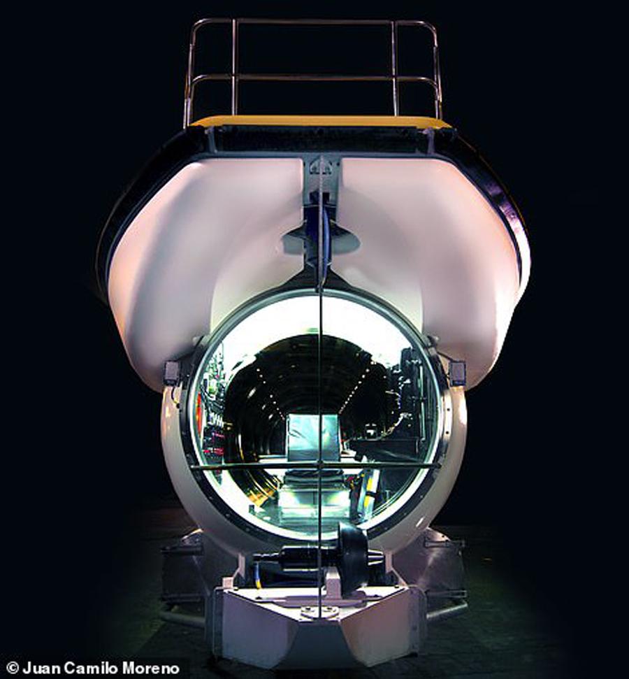 Tàu ngầm Triton Deepview 24 được làm theo đơn đặt hàng của Hệ thống Khách sạn nghỉ dưỡng Vinpearl nhằm cung cấp những trải nghiệm cho du khách tại đảo Hòn Tre ở Nha Trang. Tàu đã thử nghiệm trên biển vào tháng 3 vừa qua.