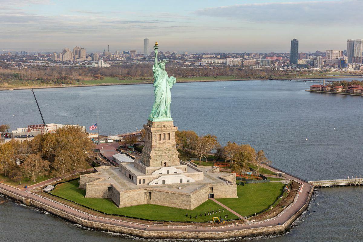 Năm 1984, Liên Hợp Quốc tuyên bố Tượng Nữ thần Tự do là Di sản Thế giới, và quá trình trùng tu hoàn thành vào ngày 5/7/1986, kỷ niệm một trăm năm ngày công trình này hoàn thiện. Ảnh:NY Curbed.
