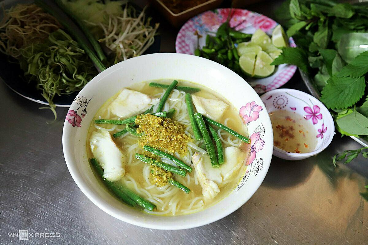 Bún num-bo-chóc, món ăn truyền thống xứ chùa tháp, ai đến chợ Campuchia cũng một lần thử.Ảnh: Tâm Linh.