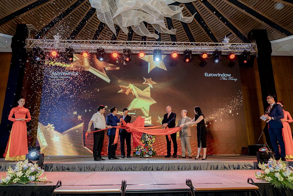 Lễ đón nhận chứng nhận tiêu chuẩn 5 sao cho khu nghỉ dưỡng Radisson Blu Resort Cam Ranh.