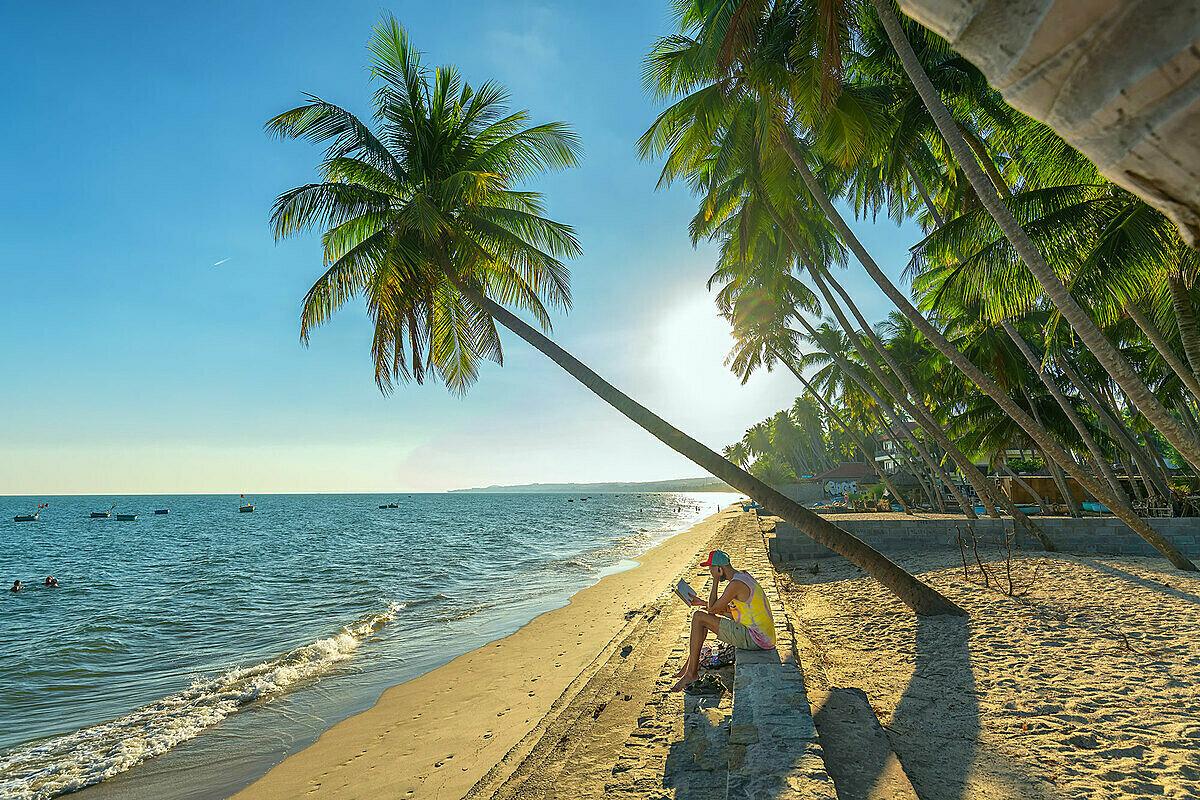 Biển Phan Thiết - Mũi Né thích hợp cho chuyến đi nghỉ dưỡng ngắn ngày trong mùa hè năm nay. Ảnh: Huy Thoai.