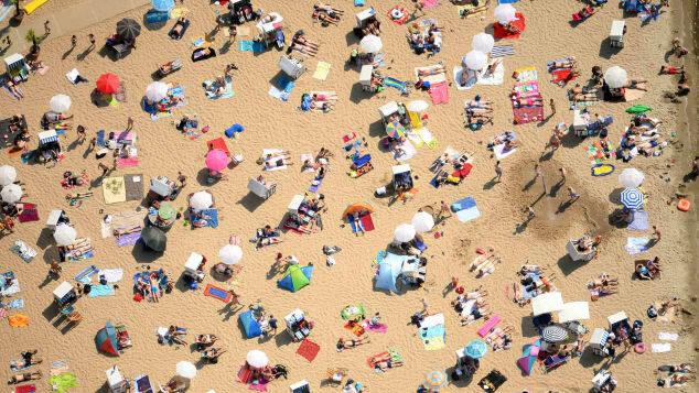 Khỏa thân là điều bình thường đối với người dân Đức. Nhiều người thậm chí còn cảm thấy thoải mái khi không phải mặc gì trên người. Tại một số công viên, bãi biển dọc nước Đức đều có các khu vực dành riêng cho người theo chủ nghĩa khỏa thân. Ảnh: CNN.