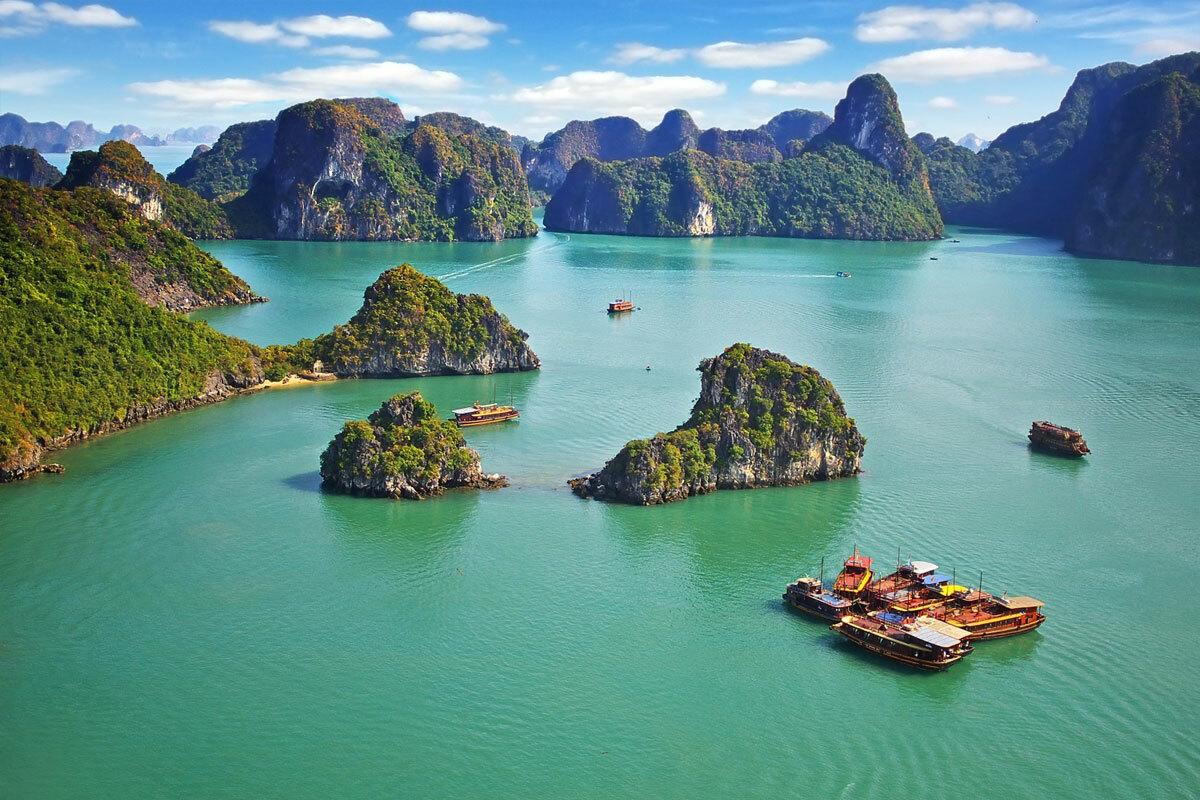 Theo khảo sát, sau giãn cách xã hội, nhu cầu du lịch biển của người Việt tăng cao (67%), tiếp theo là du lịch thiên nhiên với các khu nghỉ dưỡng trên núi và khu du lịch sinh thái. Ảnh:Igor Plotnikove/Shutterstock.