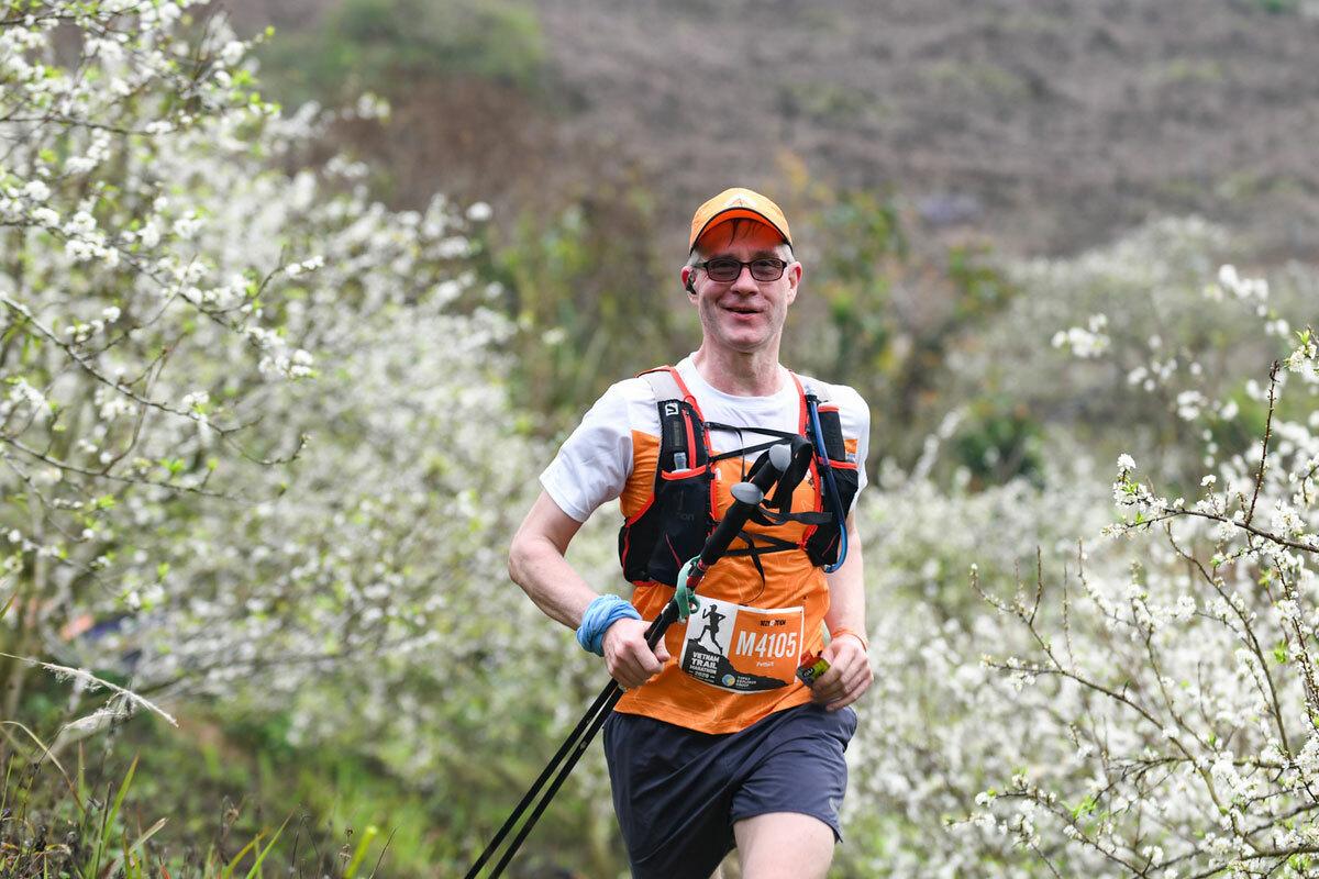 Để thu hút được một khách quốc tế đến Việt Nam, phải mất trung bình 9 tháng.Trong hình,khách tâytham gia cuộc thi chạy đường mòn Vietnam Trail Marathon vào tháng 1/2020 tại Mộc Châu. Ảnh: Kiều Dương.