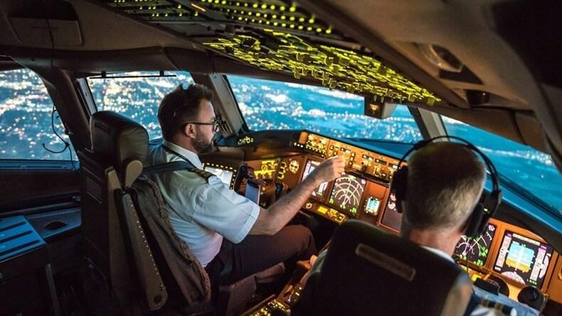 Phi công là một trong những nghề luôn nằm đầu danh sách nghề nghiệp mơ ước của nhiều người. Ảnh:l3 commercial aviation.