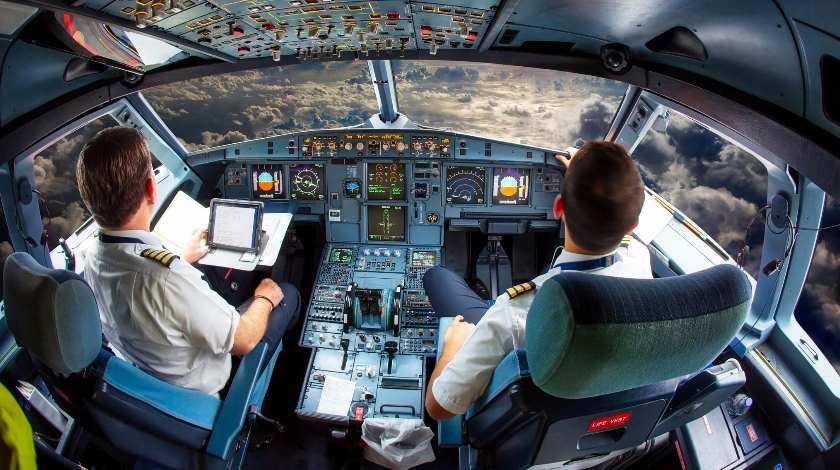 Nhiều người nói rằng phi công là người có văn phòng làm việc đẹp nhất thế giới. Ảnh: