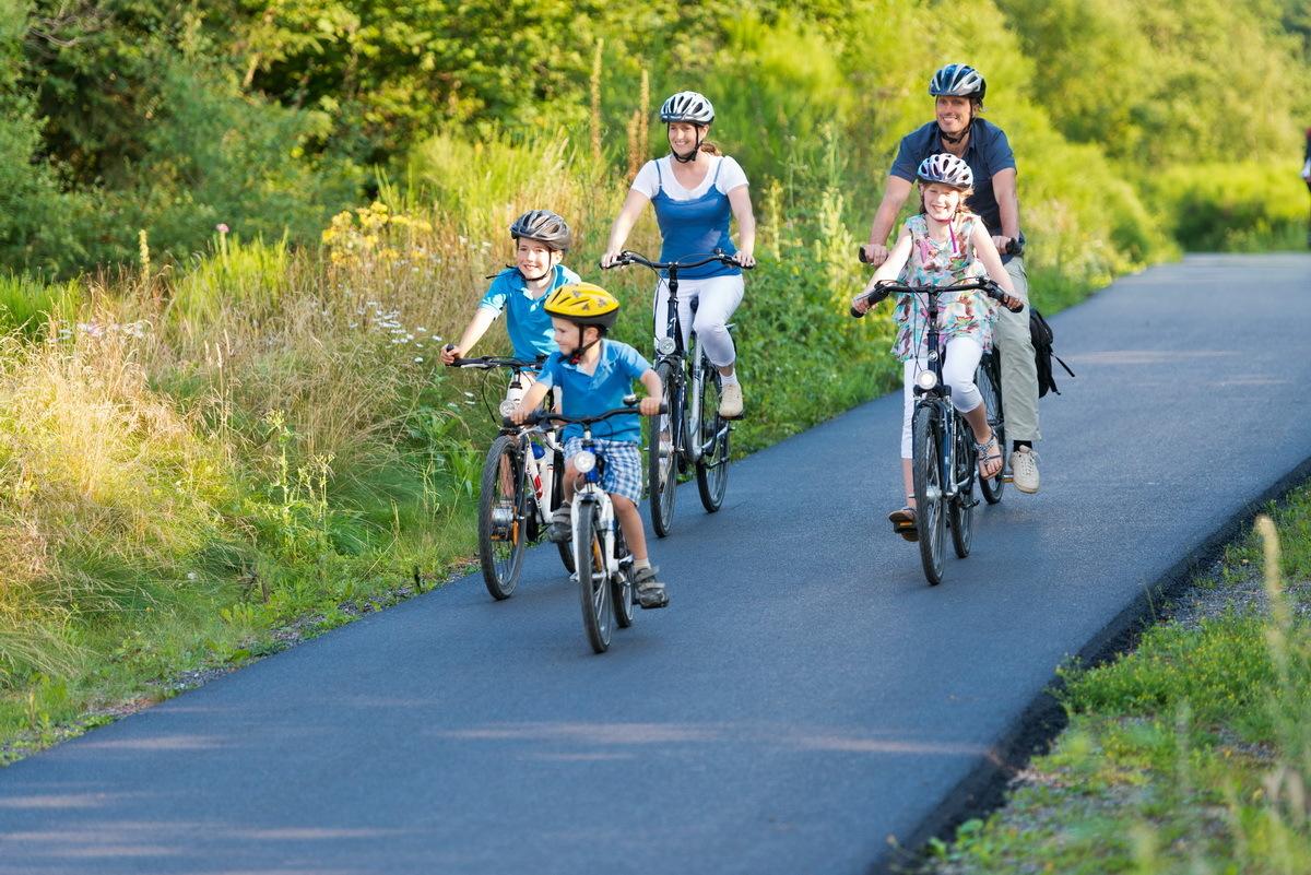 Tuyến đường cũng là nơi lý tưởng để các gia đình đạp xe cùng nhau. Ảnh: Outdooractive