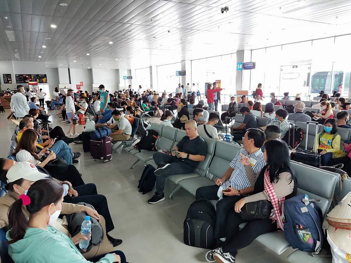 Du khách tại sân bay Phú Quốc hôm 20/5. Ảnh: Nguyễn Nam.