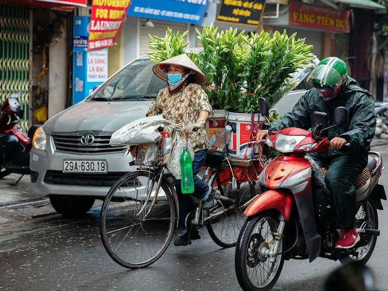 Báo tiếng Anh Gulfnews đưa Việt Nam vào danh sách 10 quốc gia chiến thắng Covid-19 và cho biết, đất nước 97 triệu dân không thông báo ca tử vong nào, và tính đến cuối tháng 5 chỉ có 328 trường hợp nhiễm bệnh, dù có đường biên giới dài với Trung Quốc. Đây là cơ sở quan trọng để du lịch Việt Nam sớm phục hồi. Ảnh: Bloomberg.