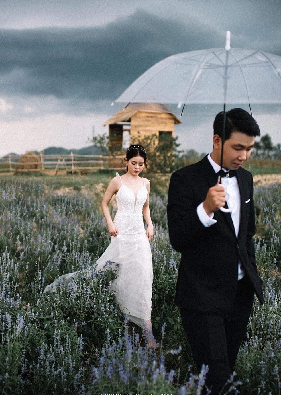 Nhiều đôi uyên ương cũng đến đây chụp ảnh cưới, ghi lại khoảnh khắc đẹp nhất cho chuyện tình.