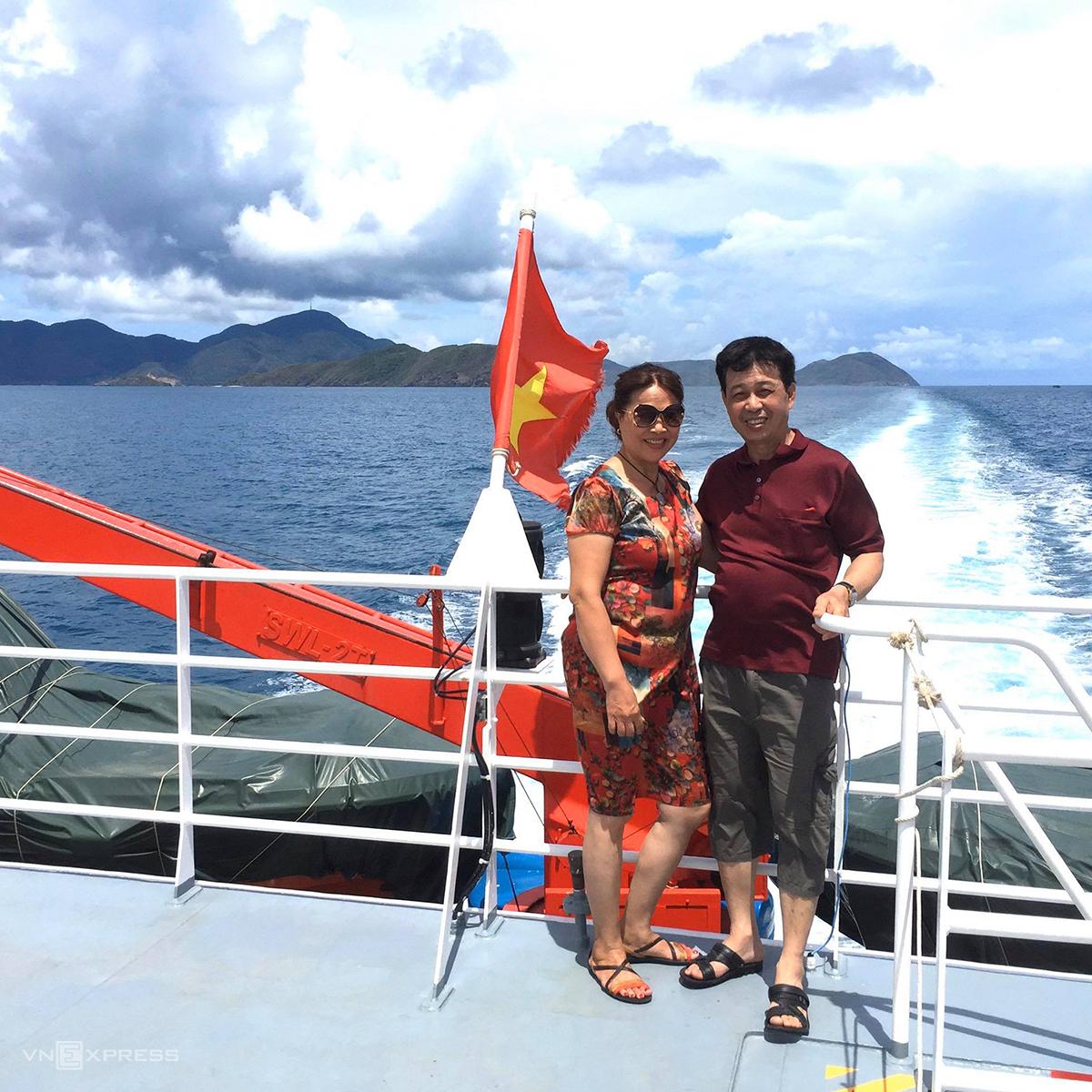 Bà Liên và ông Thắng tận hưởng chuyến du lịch 5 ngày 4 đêm khám phá Cần Thơ - Côn Đảo. Ảnh:NVCC.