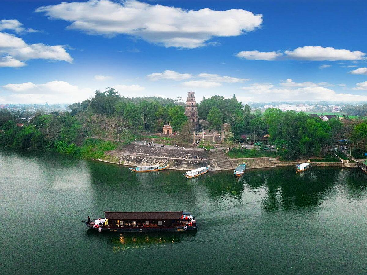 Toàn bộ kiến trúc của chùa nằm trên một ngọn đồi hình chữ nhật. Ảnh: Võ Thạnh.