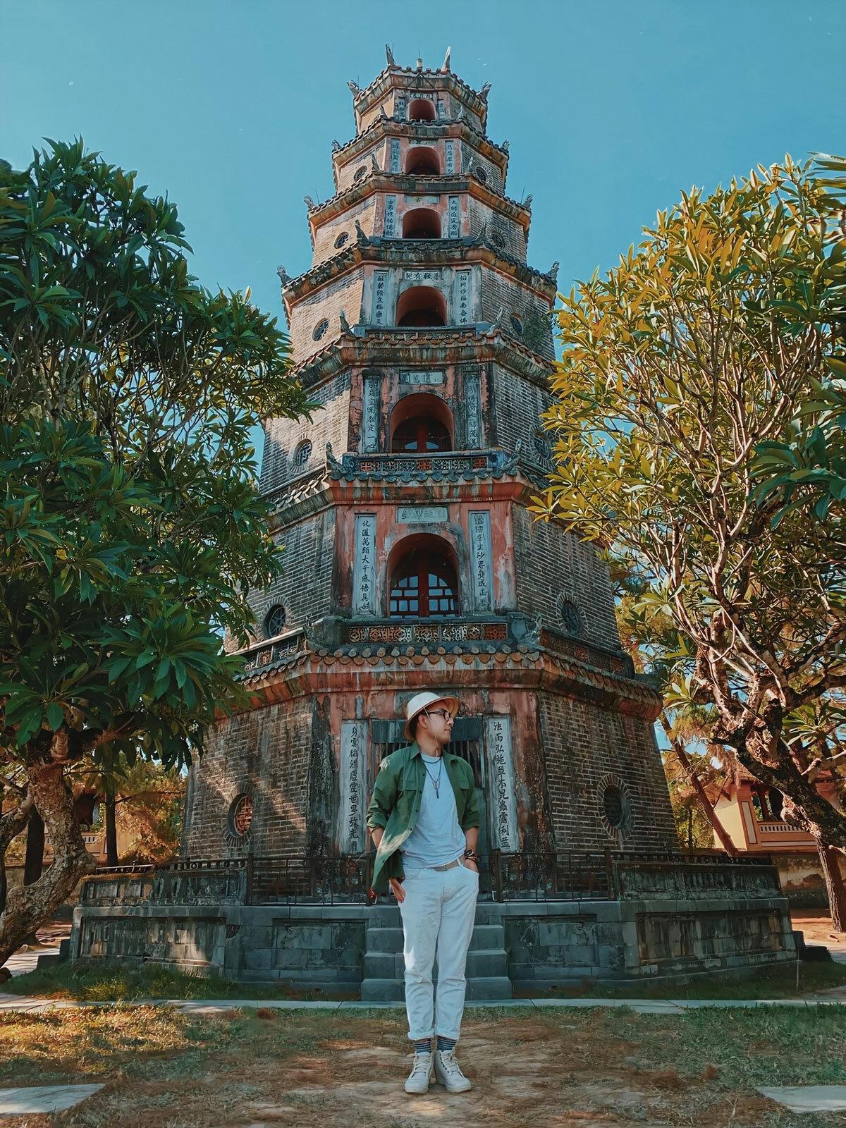 Mỗi tầng của tháp Phước Duyên đều thờ tượng Phật. Ảnh: Phạm Quốc Cường.