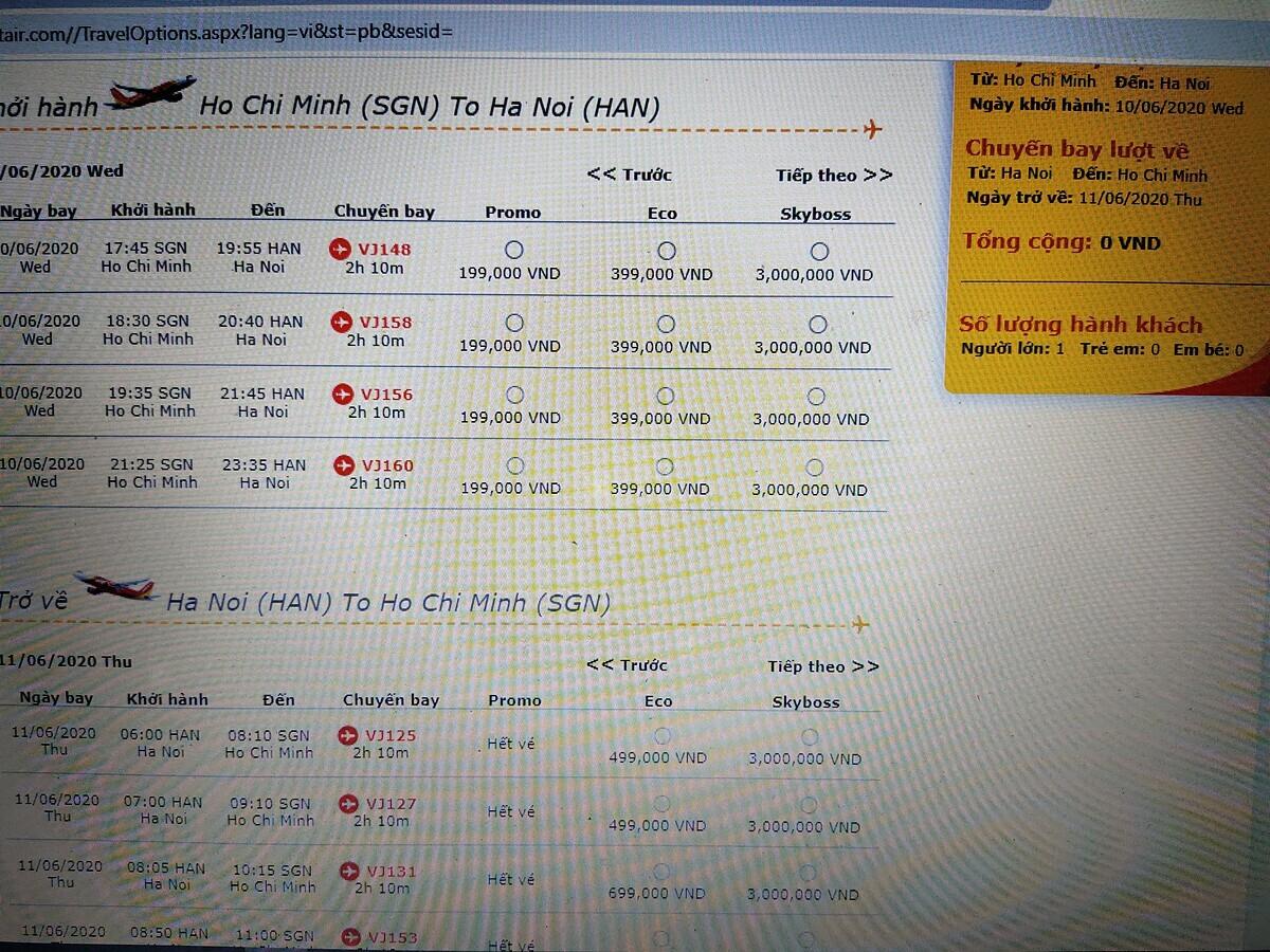 Hãng hàng không giới thiệu hơn 2 triệu vé có giá 8.000 đồng, bán trong 3 ngày (9,10,11/6). Tuy nhiên, mới sang ngày thứ 2 trong chương trình, khách hàng đã không thể mua được. Một trong những nguyên nhân, theo đại diện một doanh nghiệp du lịch tại TP HCM, vé bán ra không quy định số lượng nên công ty du lịch thường sẽ ôm ngay khi bắt đầu chương trình. Hiện nay, chỉ có giá vé 199.000 đồng cho hành trình TP HCM - Hà Nội. Ảnh chụp lại màn hình. Ảnh: Nguyễn Nam.