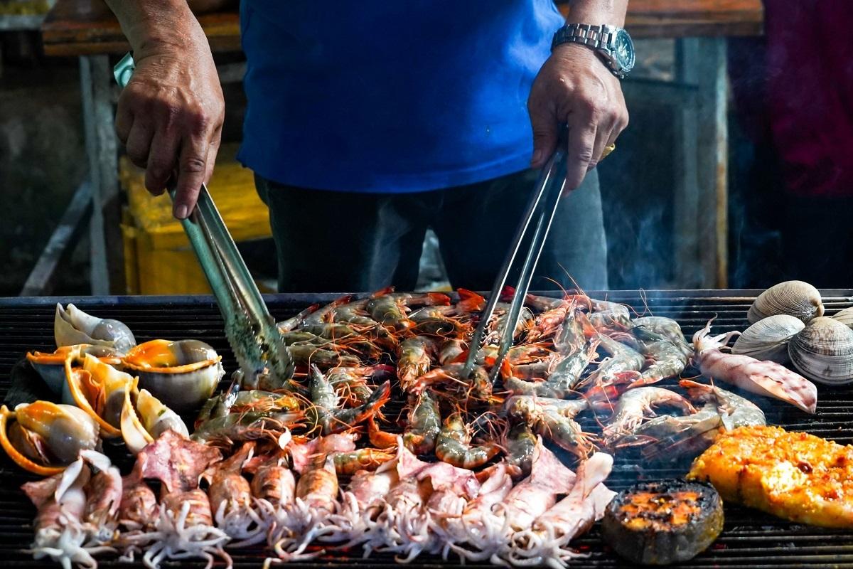 Hải sản tươi sống, đặc sản không thể bỏ lỡ khi đến đảo ngọc. Ảnh: Shutterstock.