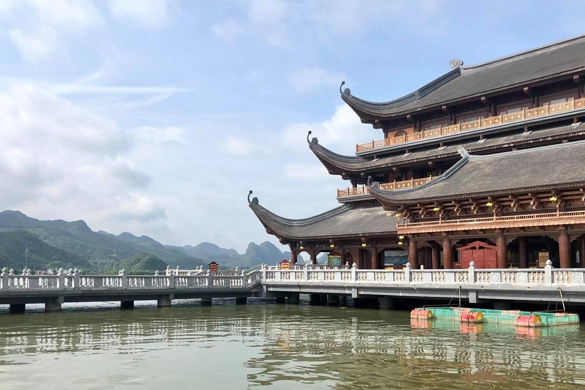 Cách thành phố Phủ Lý 12 km, và cách Hà Nội khoảng 60 km, khu du lịch Tam Chúc nằm ởtrị trấn Ba Sao, huyện Kim Bảng. Ảnh: Phương Anh.