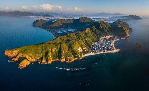 Quy Nhơn có nhiều bãi biển đẹp.Ảnh: Trung Phạm.