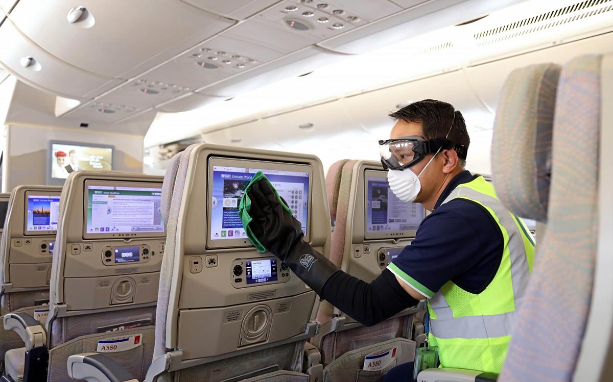 Quá trình vệ sinh các bề mặt trong cabin cũng vô cùng quan trọng. Ảnh:Airline Ratings.