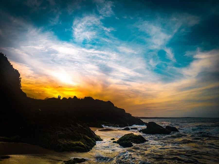 Đa số dân làng chài hưởng ứng phong trào tình bảo vệ môi trường và dòng sông quê hương, nói không với túi nilon sử dụng một lần... Do đó, biển Vinh Hiền luôn được các phượt thủ đánh giá sạch đẹp, không khí trong lành, cát trắng mịn.