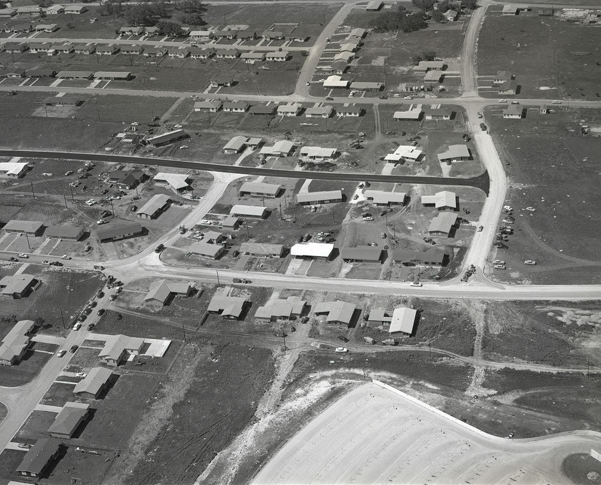 Ngôi làng ở Allandale đã hình thành một kỷ nguyên bùng nổ cho thị trường điều hòa tại Mỹ. Đến năm 1962, gần 6,5 triệu ngôi nhà ở Mỹ có điều hòa. Ảnh: Dewey G. Mears/Austin Public Library.