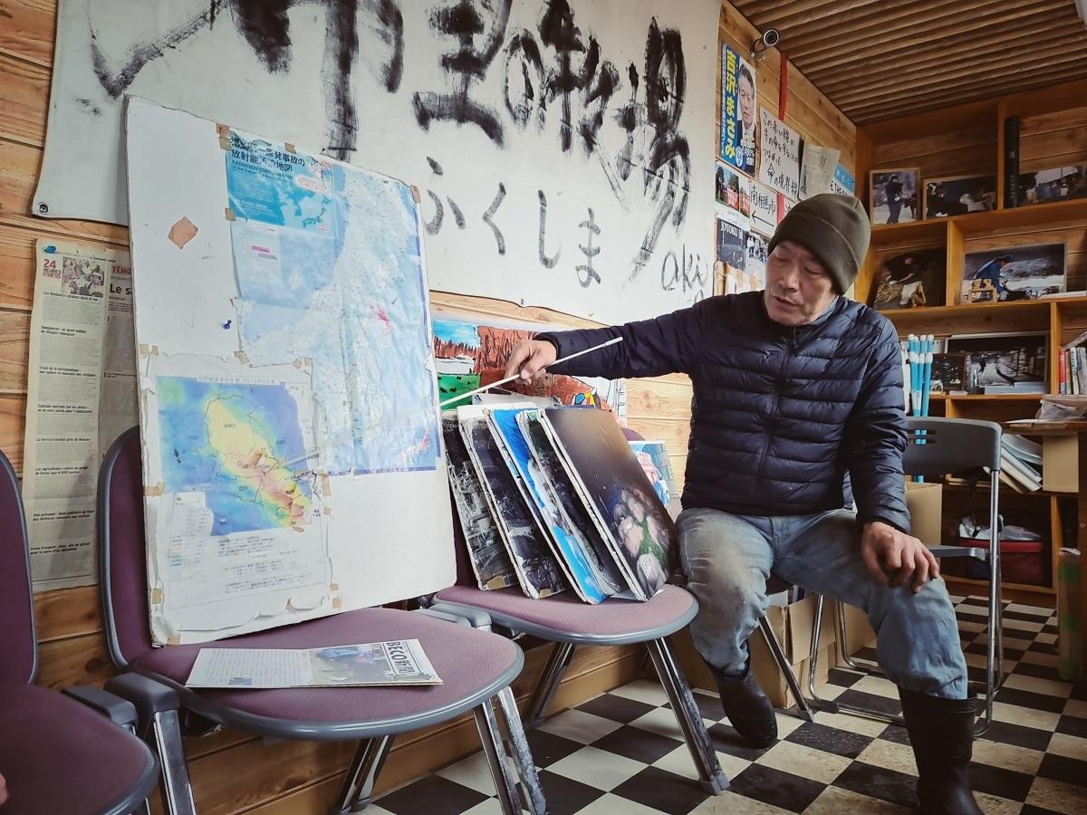 Ông Masami Yoshizawa xúc động kể lại thảm họa động đất, sóng thần và hạt nhân năm đó. Hàng trăm con bò trong đàn của ông đều chết.