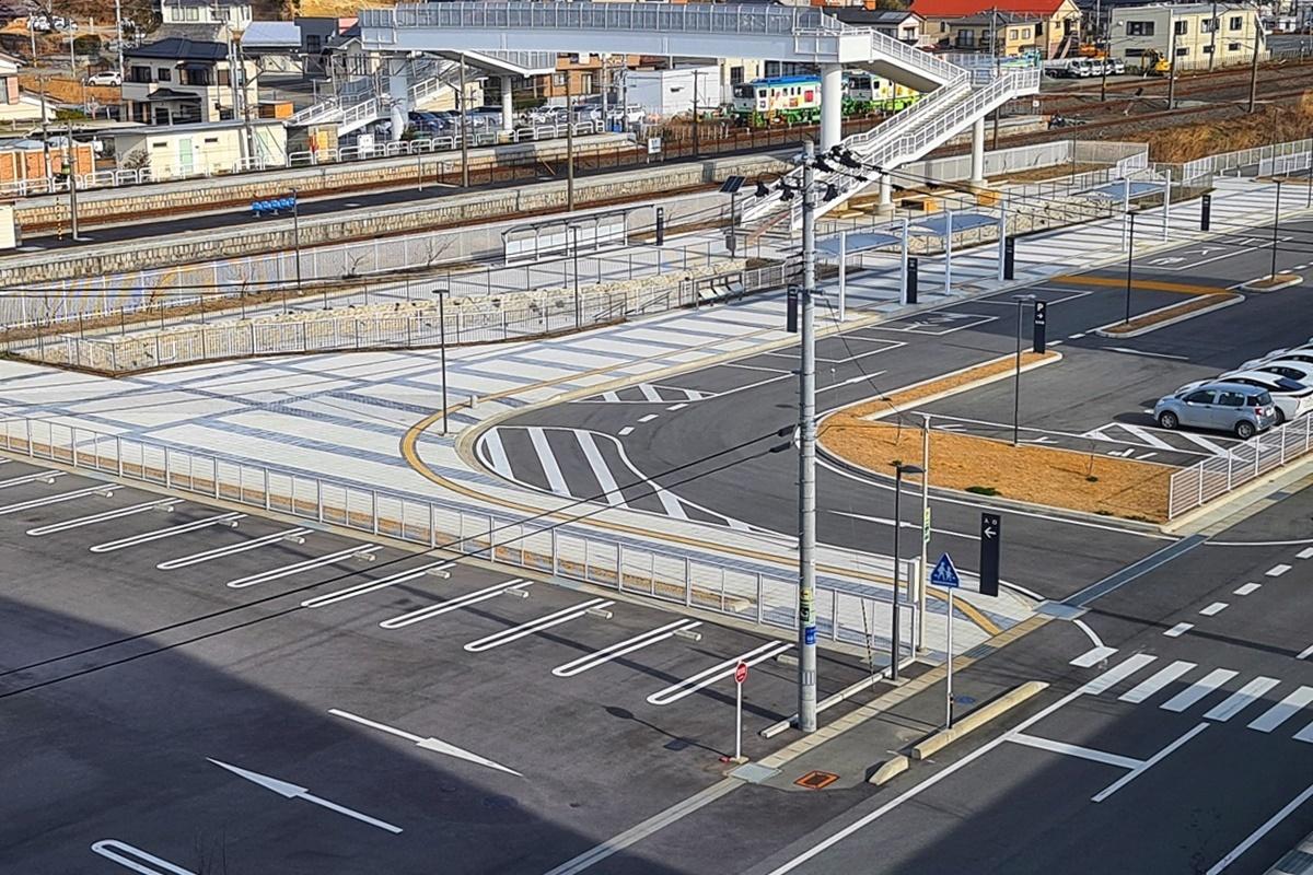 Khu vực nhà ga Hirona từng là bình địa nay đã được xây dựng hiện đại.