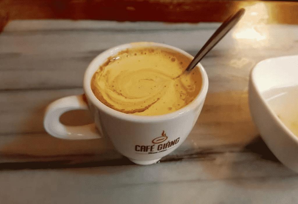 Cà phê trứng có vị thơm đặc trưng, bùi và béo.