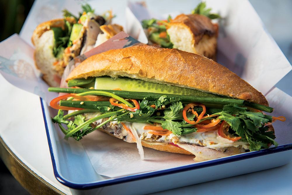 Bánh mì kẹp của Hà Nội được nhiều khách nước ngoài yêu thích. Ảnh: Hungry Legend.