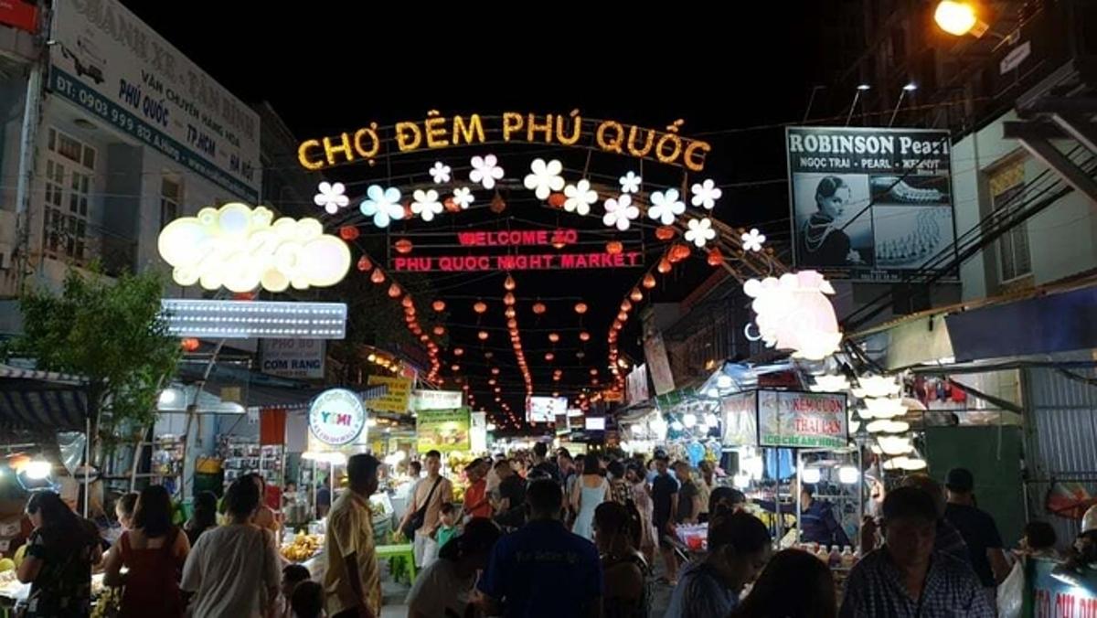 Phú Quốc đang là điểm đến thu hút đông lượng khách du lịch nội địa, đặc biệt vào dịp cuối tuần. Ảnh: Nguyễn Nam.