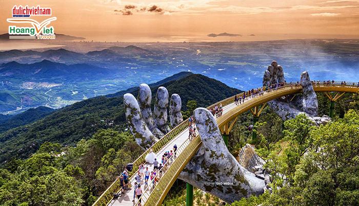 Cầu Bàn Tay Vàng nhìn từ trên cao.