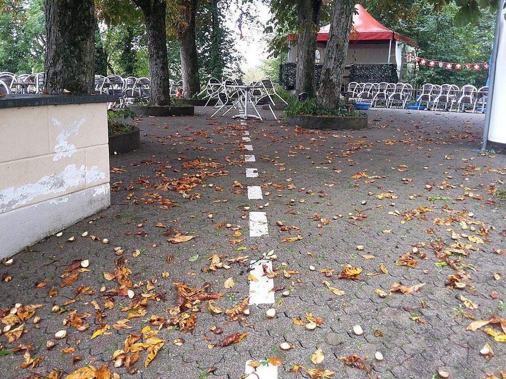 Đường biên giới giữa hai nước ở thị trấn chạy qua một nhà hàng. Ảnh: Triefeline/Wikimedia Commons.