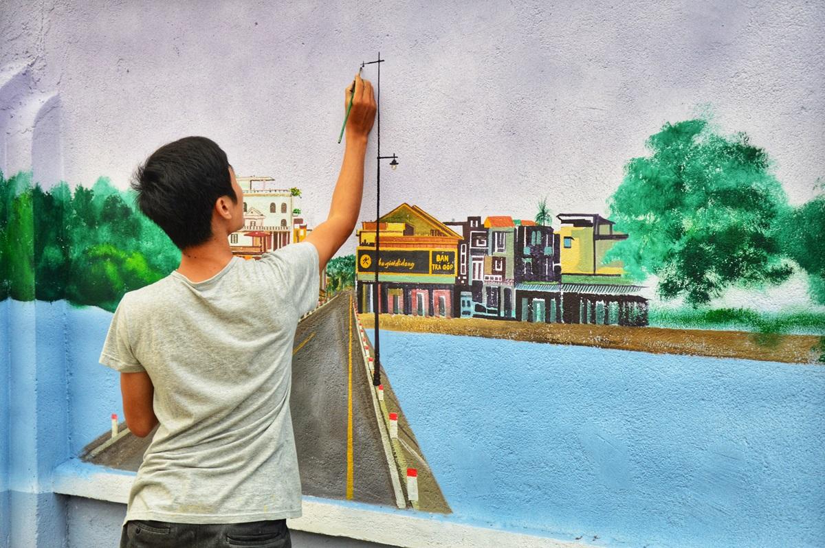 Nhiều dân thôn cho biết ủy ban thuê người vẽ để làm đẹp cảnh quan.