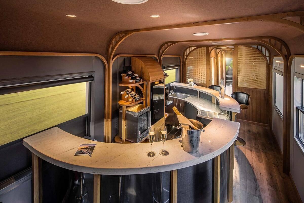 Quầy bar sang trọng trên tàu.