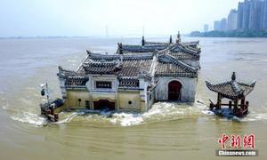 Quan Âm Các - chùa 700 tuổi đứng vững giữa lũ Trường Giang