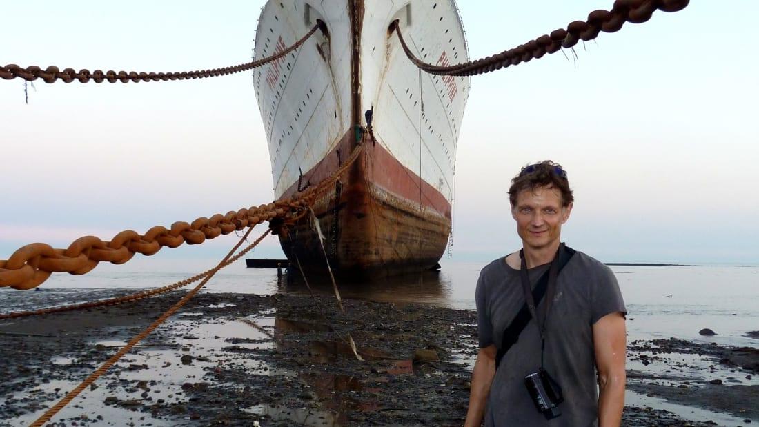 Peter Knego cho biết rất khó để đến thăm được các bãi phá dỡ tàu. Ảnh: CNN.