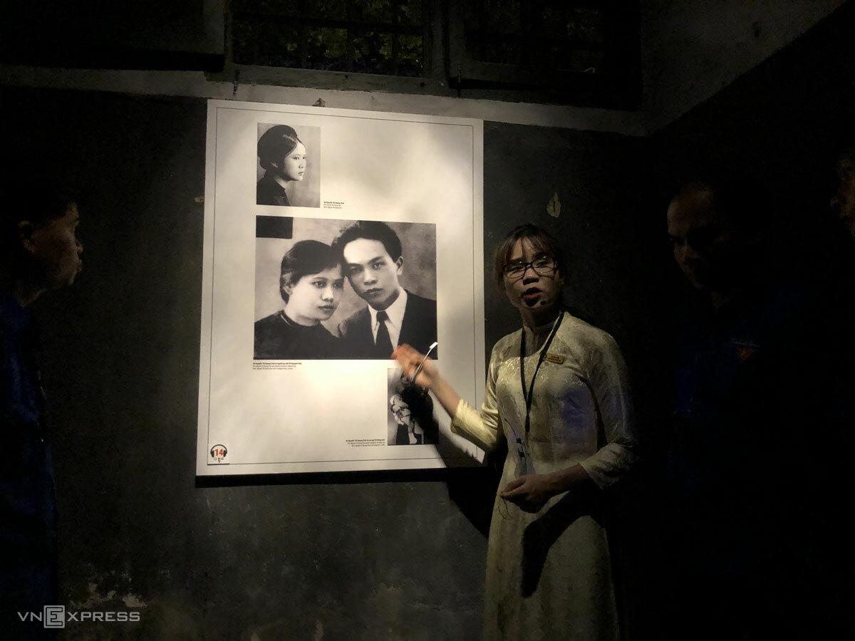 Nơi anh Bách nghe thuyết minh viên kể câu chuyện về liệt sĩ Nguyễn Thị Quang Thái. Ảnh: Ngân Dương.