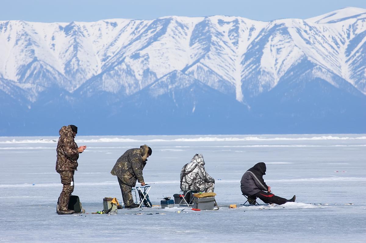 Câu cá tại hồ Baikal là một nét văn hoá độc đáo của người dân Nga.