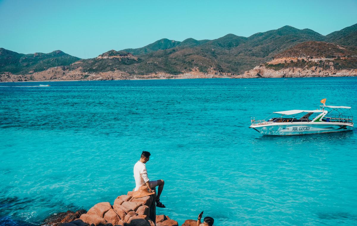 Blogger Tô đi đâu tên thật là Tô Thái Hùng đến đảo Bình Hưng vào mùa hè để tắm biển và ghi lại những bức ảnh đầy nắng.