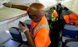 Máy bay được làm sạch như thế nào trong Covid-19?