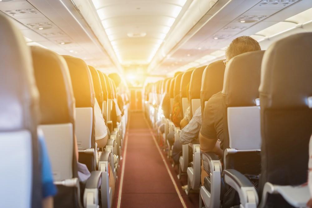 Để có một chuyến đi an toàn, điều hành khách nên làm theo là tuân thủ mọi hướng dẫn an toàn bay của phi hành đoàn. Ảnh: Shutterstock.