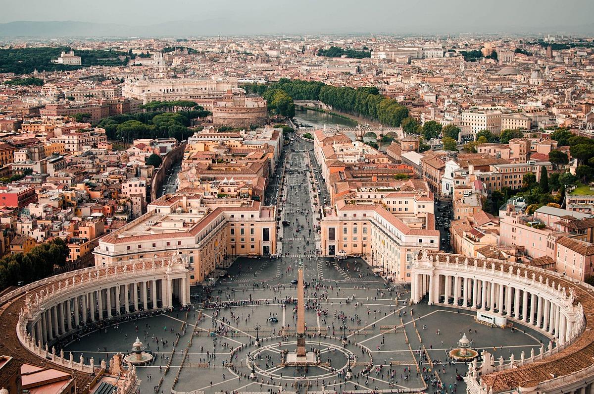 Thời gian đến thăm Vatican đẹp nhất là vào sáng sớm, hoặc sau 16h, từ thứ 3 đến thứ 5 để tránh được đám đông khách du lịch. Ảnh: Rome colosseum tickets.